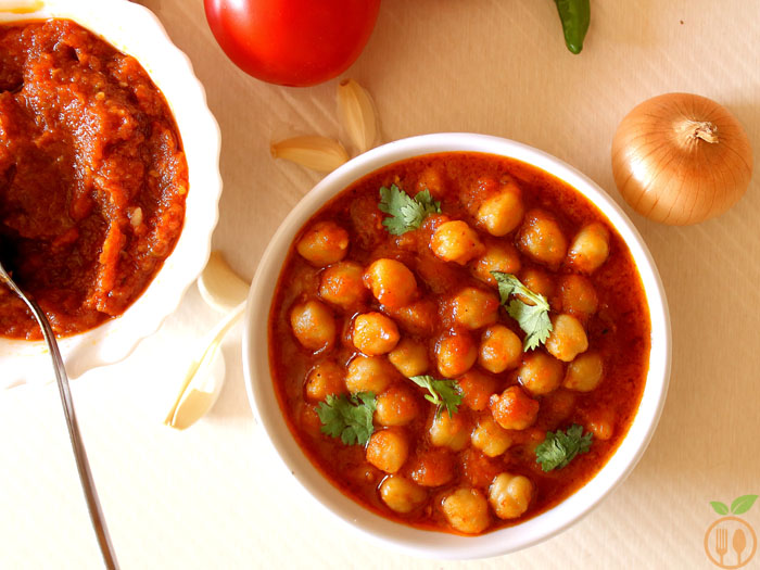Chickpea Curry With Onion Tomato Gravy