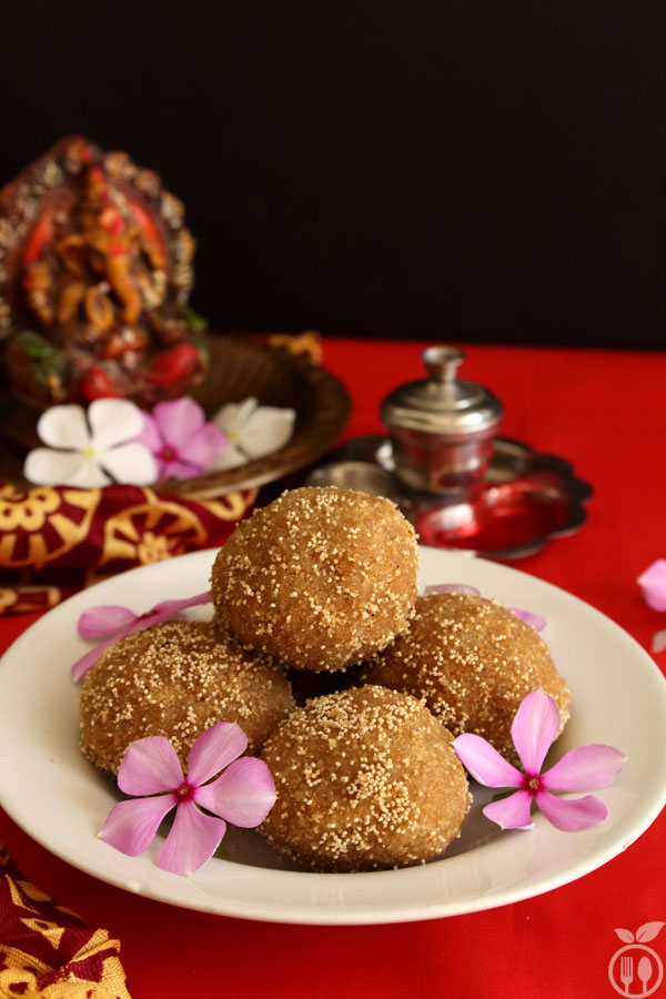 Authentic Gujarati Churma Ladoo Recipe