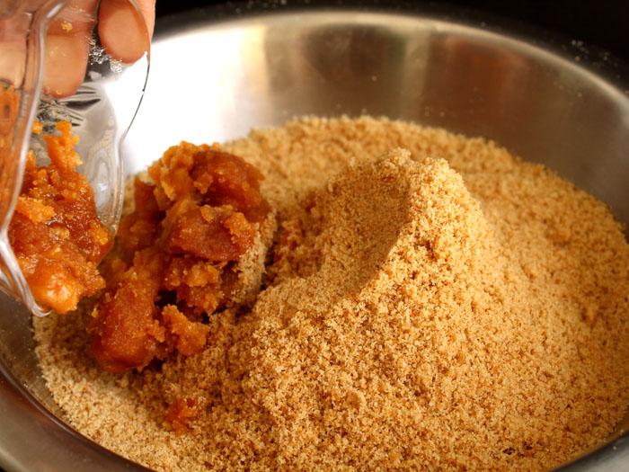 Authentic Gujarati Churma Ladoo Recipe (Adding Jaggery)