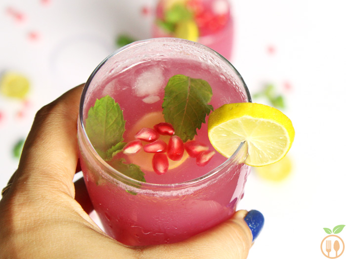 Pomegranate Mint Lime Juice - a refreshing pomegranate juice with some fresh mint, tangy lemon and punch of rock salt.