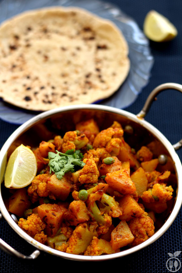 Aloo Gobi Curry Recipe | Cauliflower Potato Curry -Authentic Indian Recipe