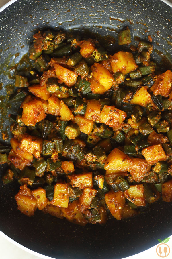 Aloo Bhindi Recipe Indian Style Potato And Okra Stir Fry